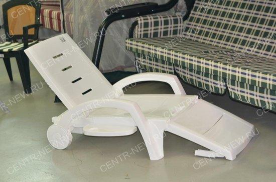 Фото №4 Шезлонг складной пластиковый на колесах с ящиком