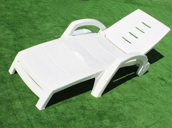 Фото №8 Шезлонг складной пластиковый на колесах с ящиком