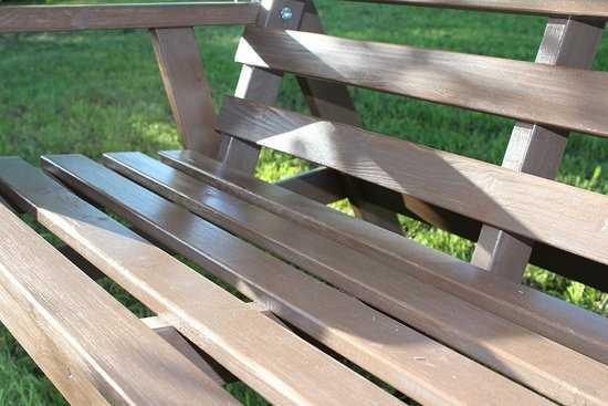 фото Деревянные садовые качели