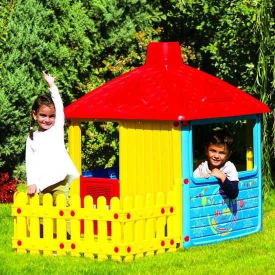 Детский игровой домик с трубой и забором фото
