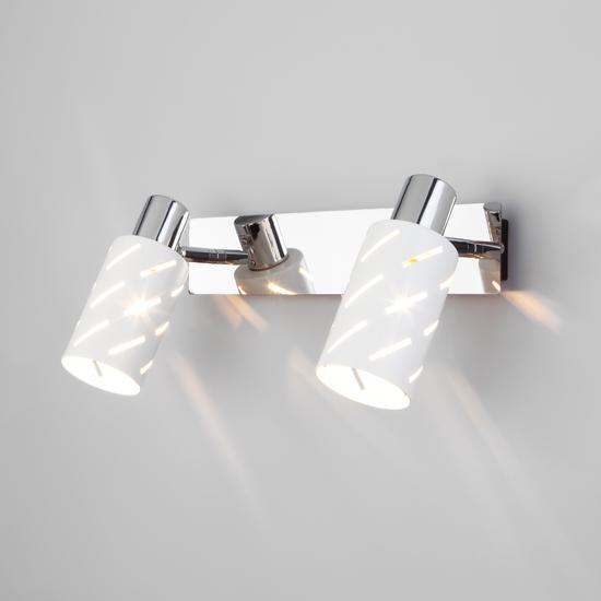 Фото №2 Настенный светильник с поворотными плафонами 20090/2 белый/хром