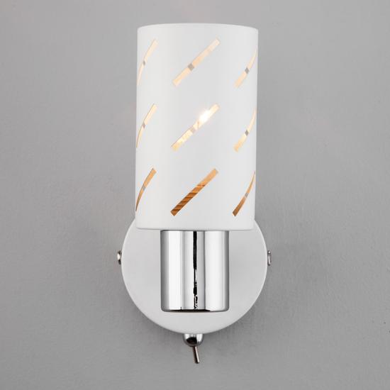 Фото №4 Настенный светильник с поворотным плафоном 20090/1 белый/хром