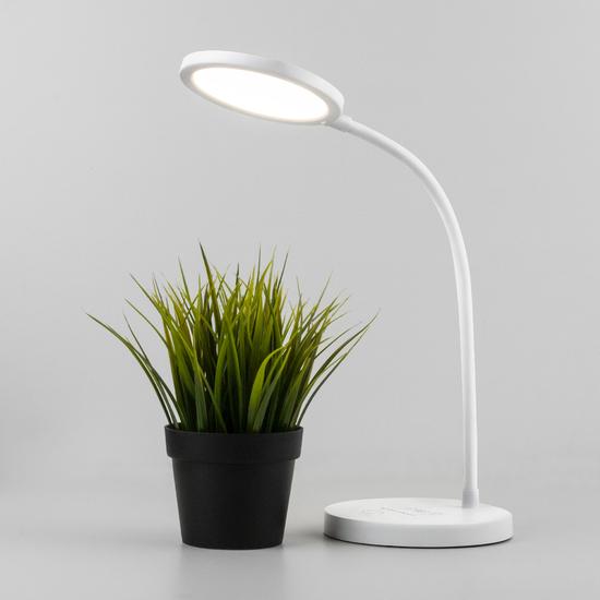 Фото №5 Светодиодная настольная лампа с беспроводной зарядкой QI Tiara белый (TL90560)