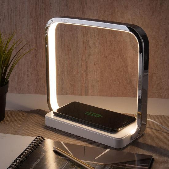 Фото №2 Светодиодная настольная лампа с беспроводной зарядкой QI 80502/1 хром