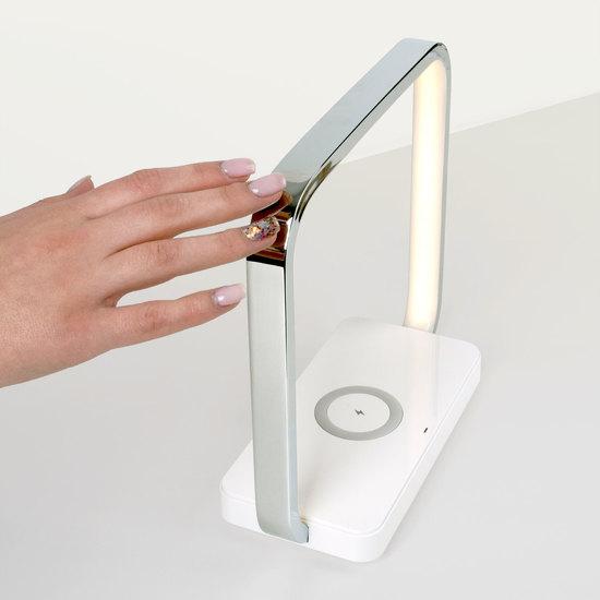 Фото №8 Светодиодная настольная лампа с беспроводной зарядкой QI 80502/1 хром