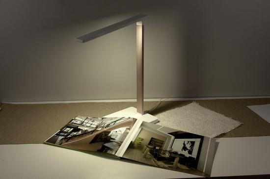 Фото №3 Настольная лампа с беспроводной зарядкой Lori белый/золотой (TL90510)