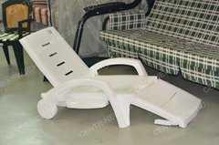 Фото №3 Шезлонг складной пластиковый на колесах с ящиком