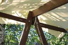Фото №4 Деревянные садовые качели