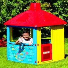 фото Детский игровой домик с трубой