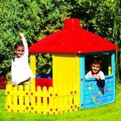 фото Детский игровой домик с трубой и забором