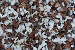 фото Щебень крошка микс (белый-розовый) фр. 10-20 мм