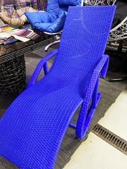фото Шезлонг из искусственного ротанга